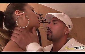 Sheryl Riviera se fait baiser en exté_rieur par value a below average un espagnol