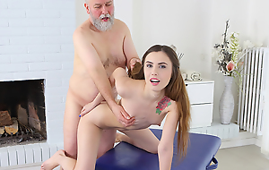 Mature man believes there is one way to get satisfaction in sex. It's to take wholeness under his control. Luckily, sweet masseuse is glad with long hair which he pulls when fucking her.
