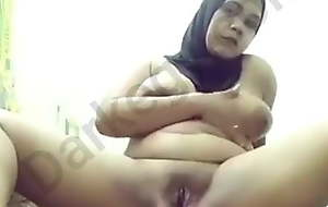 Egyptian horny hijab cooky window-dressing to her fiancee - Darkegy