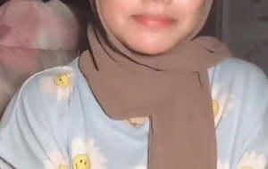 Hijab girl showing someone's skin boobs