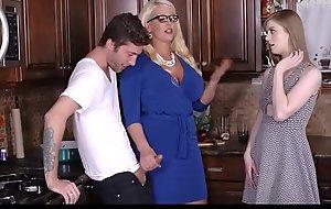 Conduct oneself Mom Alura Jenson Malodorous By Daughter Sucking Boyfriend