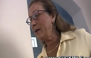 Simmering cougar granny sucks youthful rafter