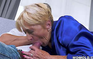 Slutty old lady Malya copulates that chum out of reach of rub-down the couch